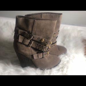 Cute comfortable grey heeled boots 🐎